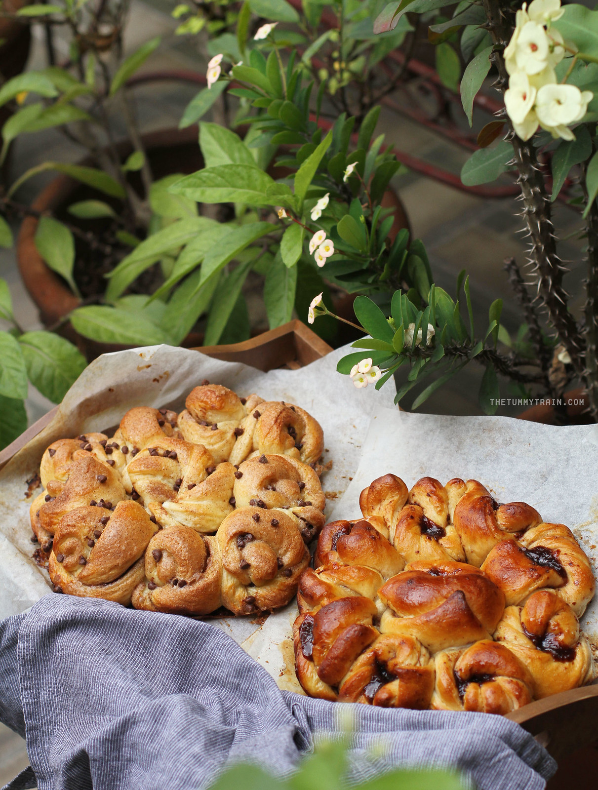33915307666 be9e63901a h - Lovely Easter Blossom Pull-Apart Bread to put you in the mood for spring