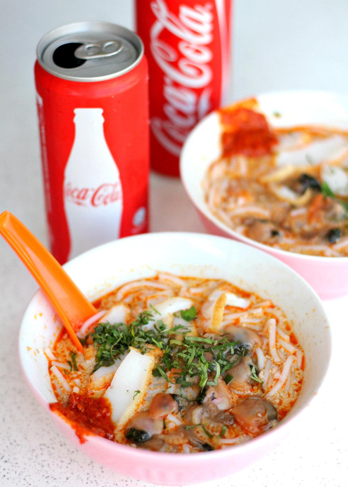 Singapore Street Food: Sungei Laksa Coca Cola