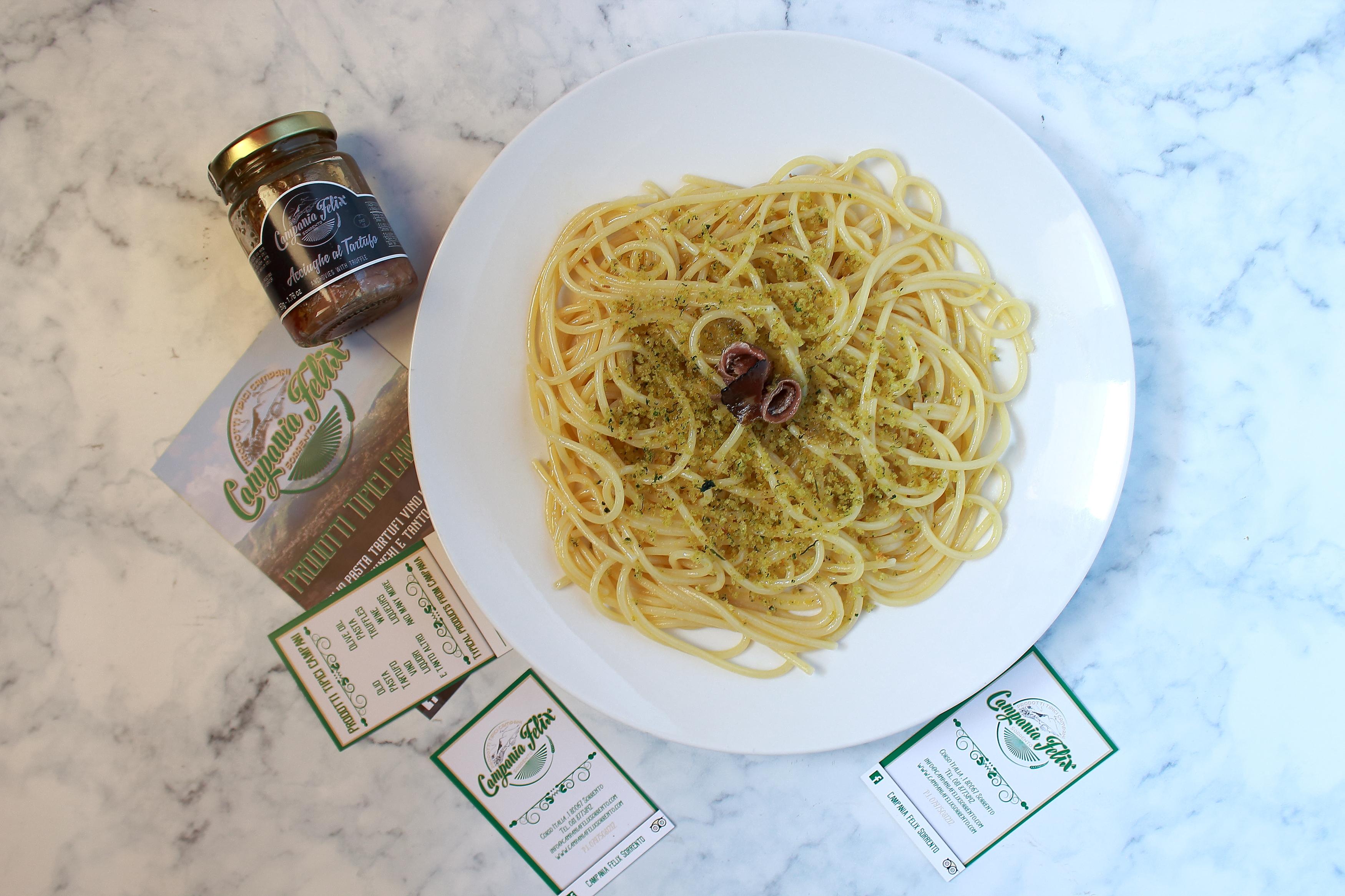 spaghetti aglio olio e acciughe al tartufo