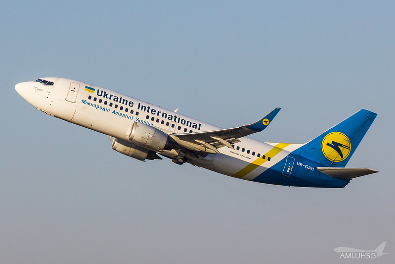 Ukraine International - B733 - UR-GAH (1)