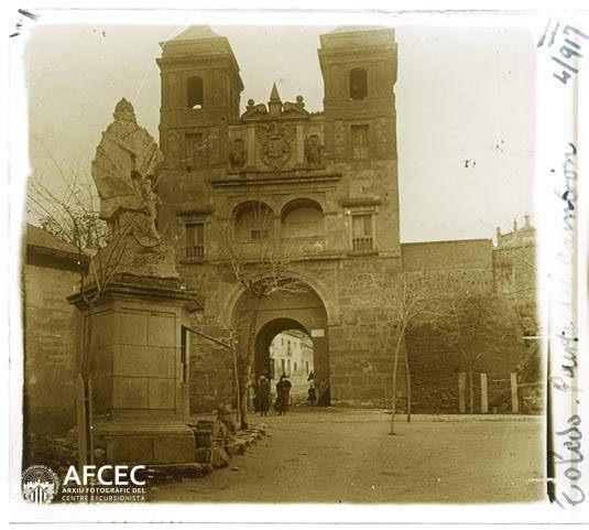 Puerta del Cambrón en abril de 1917. Fotografía de Francesc Blasi i Vallespinosa   © Centre Excursionista de Catalunya
