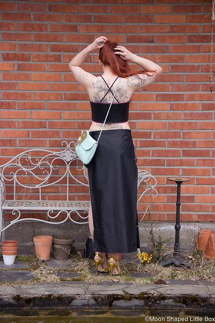 Ghostin Keikalle Asu Läppähame Nahkatoppi Guccit OOTD outfit fashion rockstyle blogger tattoos bloggaaja rock tyyli nahkatoppi croptop style selkätatuointi Cobblerina laukku Rokita vaatteet