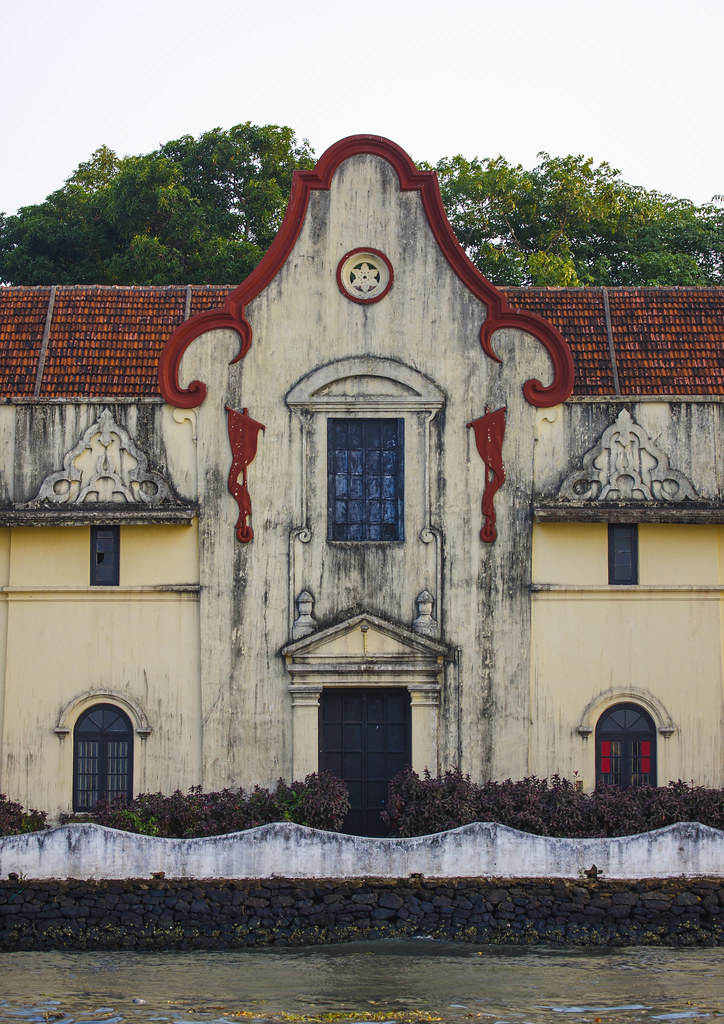 Front Of An Old Trader House With Decrepit Wall On The Wat… | Flickr