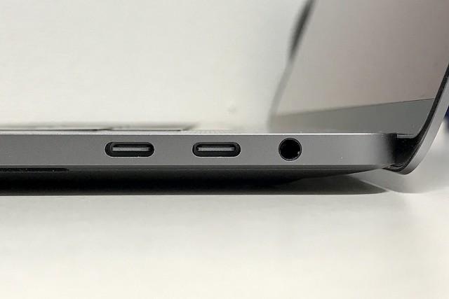 右側面USB-Cの写真