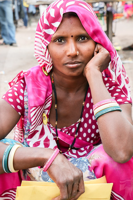 Impressive eyed woman, Jodhpur, India ジョードプル 印象的な強い眼差しの女性