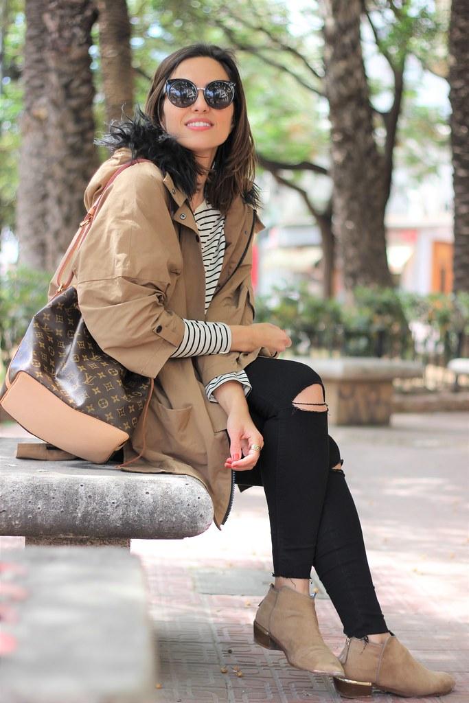 Rayas y gabardina_ Rojo Valentino Blog (43)