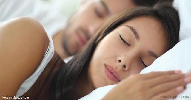 uống mật ong vào buổi tối giúp bạn có giấc ngủ sâu