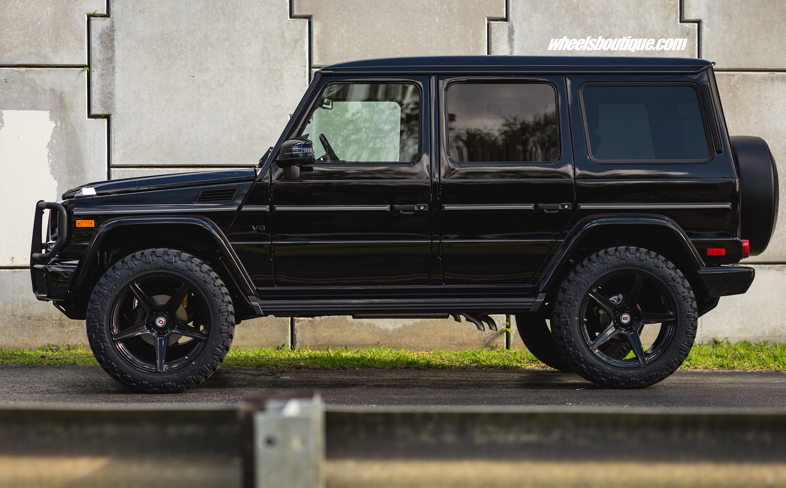 Up the ante 5 lift kit on mercedes benz g wagon with for Mercedes benz g wagon amg