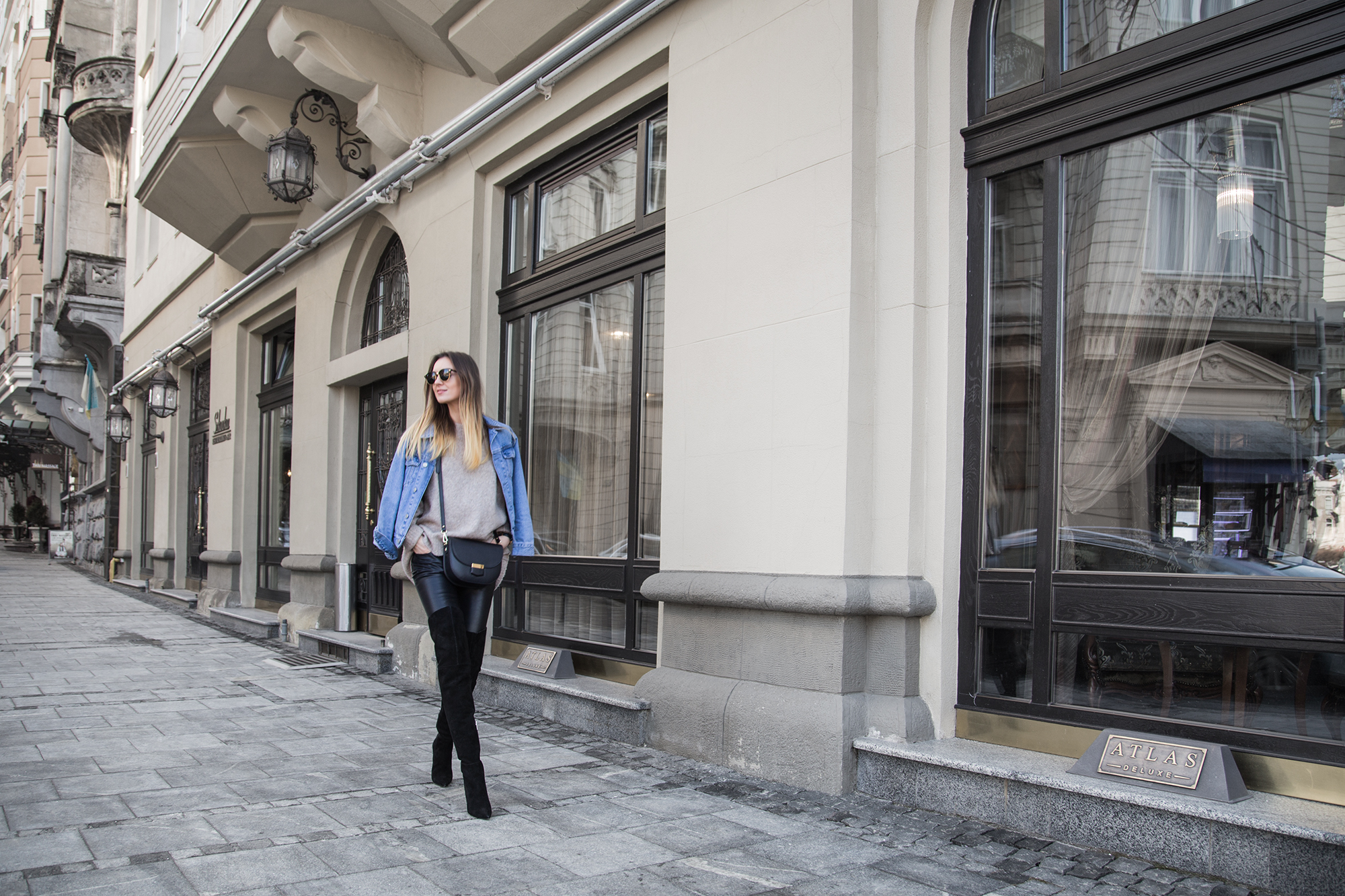 denim-jacketoutfit-street-style-leather-pants
