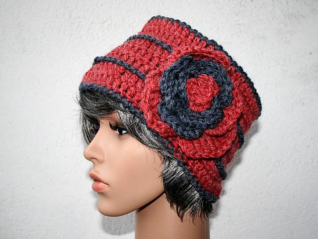 bonnet toque au crochet fleur en laine couleur rouge et anthracite alpaga et laine vierge. Black Bedroom Furniture Sets. Home Design Ideas
