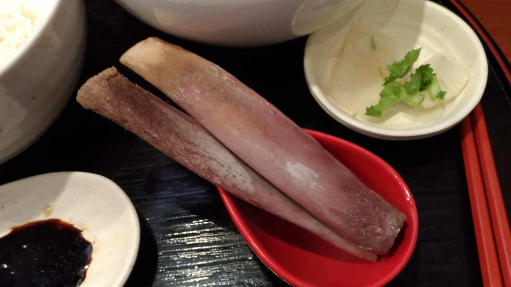 「肉骨茶」の骨