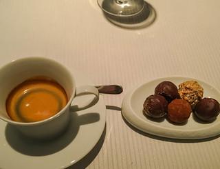 Espresso und Petit Fours