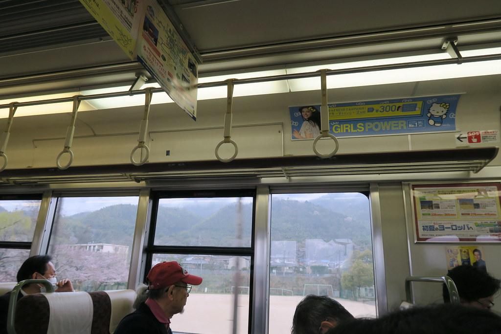 這班列車是屬於兩兩對面座位型配置,適合全家出遊