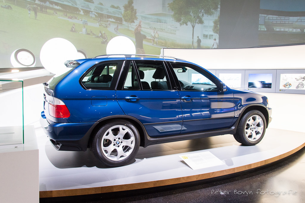 BMW X5 - 1999 | E53 While modern luxury car manufacturers ar… | Flickr