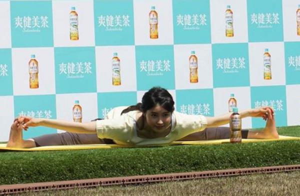 「爽健美茶」「健康素材の麦茶」新発売記念イベントに土屋太鳳出席!180度開脚!!
