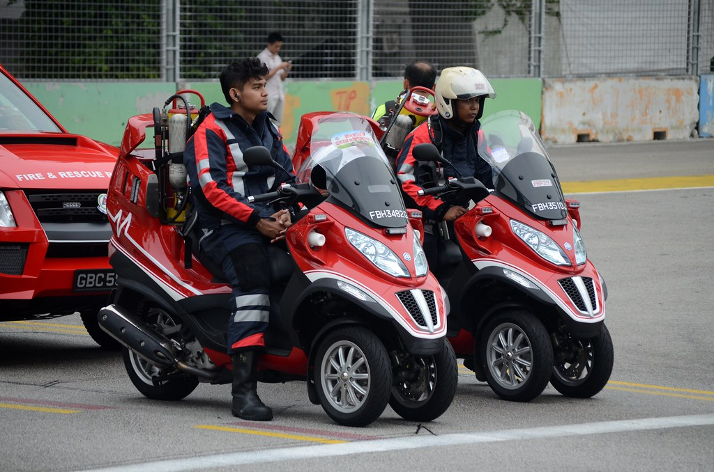 singapore civil defence force piaggio mp3 400 3 wheeler fi… | flickr