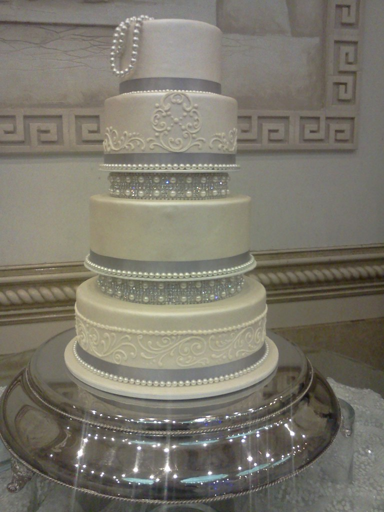 bling wedding cake stand with pearls pearls and bling wedding cake 2306 818 363 9825 www 11935