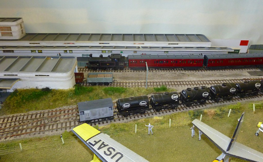 Manston Airport - a 4mm Finescale 00 gauge layout by Andy