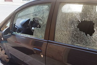 Noicattaro. Auto danneggiata front
