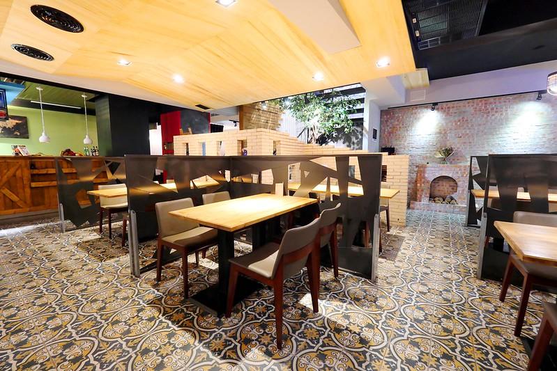 33013314105 002118e50b c - 【熱血採訪】默爾義大利餐廳:漂亮歐風裝潢義式餐酒館 想吃義大利麵 燉飯 披薩 啤酒或焗烤通通有!