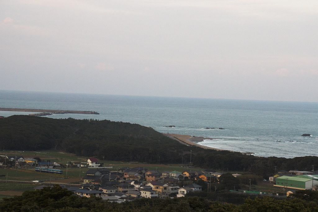 "View from the-earth-looks-round hill ""Chikyu-ga-maru-ku-mieru-oka"""