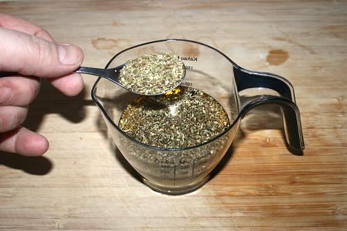 30 - Oregano zum Olivenöl geben / Add oregano to olive oil
