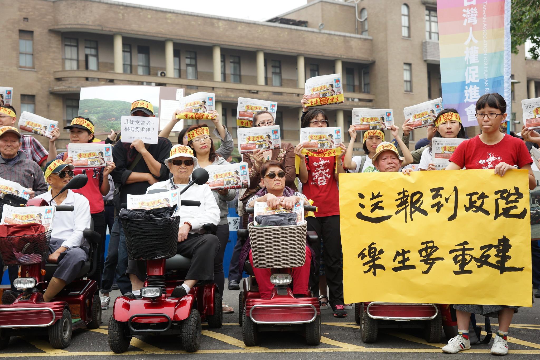 樂生再上街頭!訴求政院拍板大平台重建方案。(攝影:王顥中)