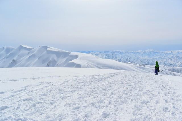 守門岳 大岳~袴岳の雪の稜線