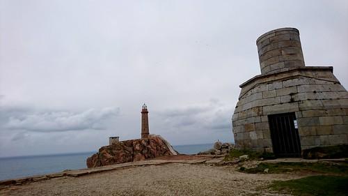 Faro antigo e actual cabo Vilán