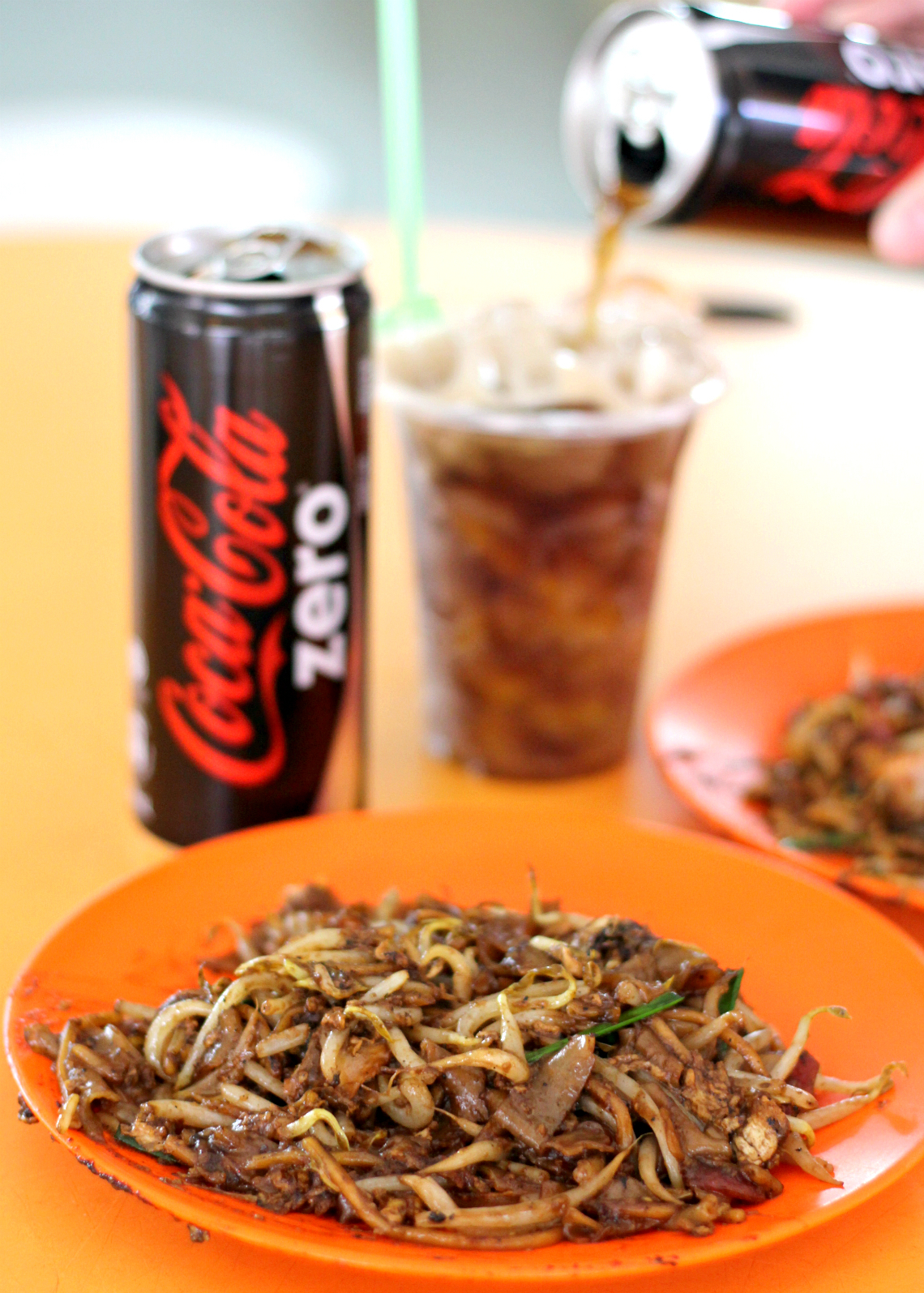 Singapore Street Food: Hill Street Fried Kway Teow Coca Cola