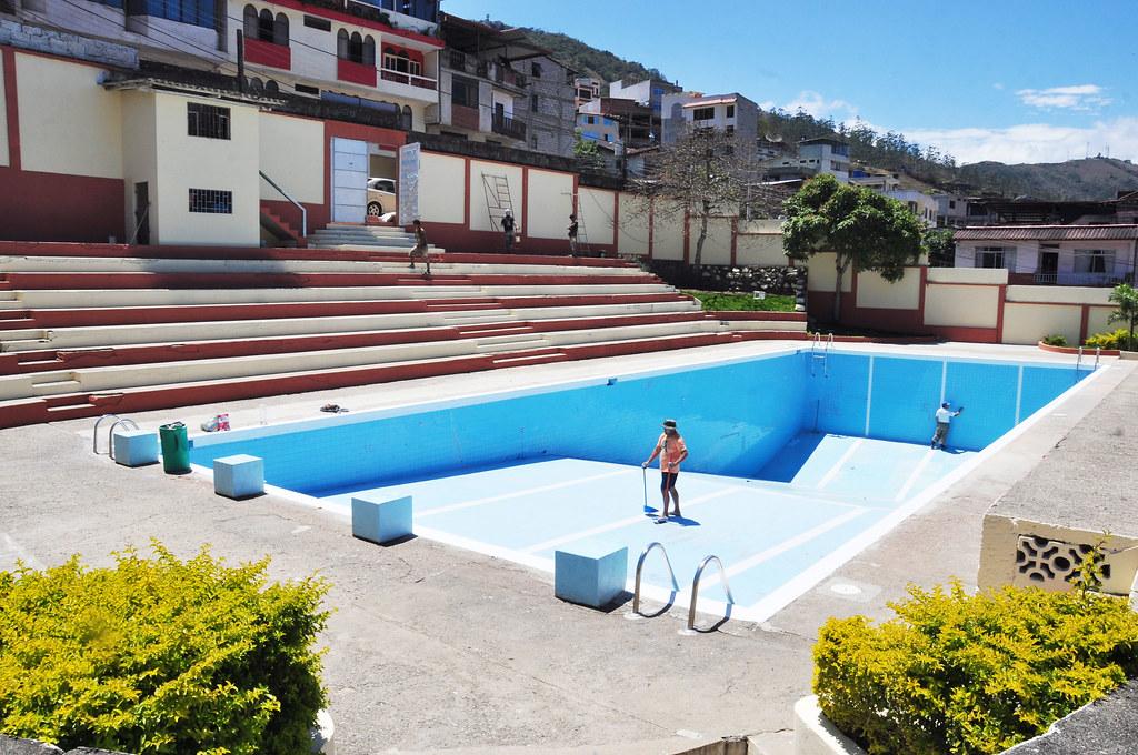 Adecentamiento y pintado de la piscina municipal for Pintado de piscinas