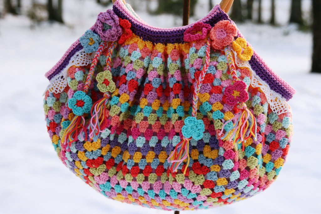 crochet granny bag None of this bag is my own idea! It i ...