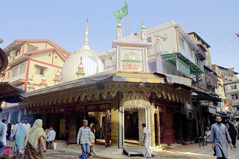2017-03-04-LEAFLETING-Mission Propagation at the Mausoleum of Abdul Rehman Shah Baba, Mumbai, India
