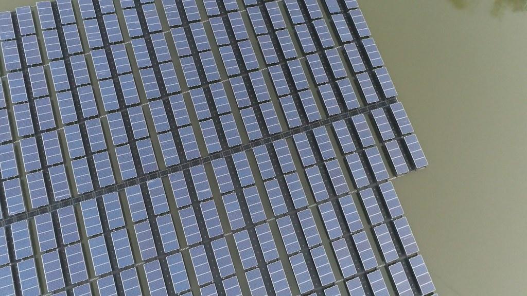 897-1-23 水上光電廠前景看好,目前政府推動太陽能發電,仍以大面積、集中式的規劃為主。