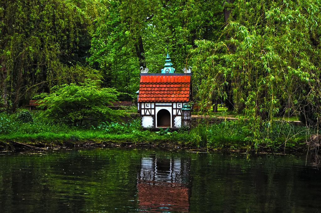 Haus am See | Ein kleines dekoratives Häuschen im Bad Orber … | Flickr