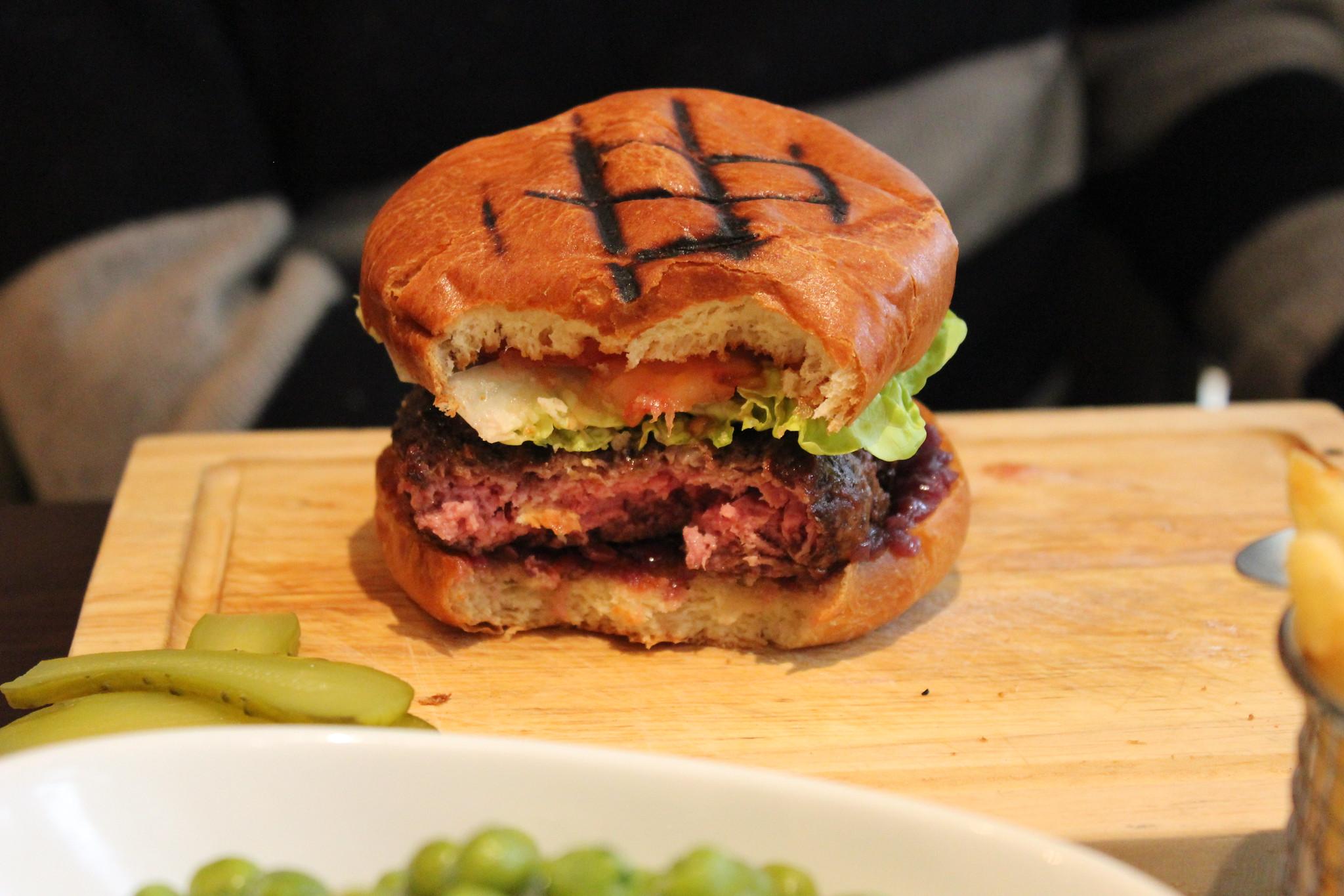 7 Hunter burger interior Hunter 486 The Arch London Restaurant Review FoodFashFit (5)