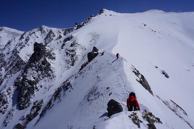 残雪の三ノ沢岳・ナイフリッジ