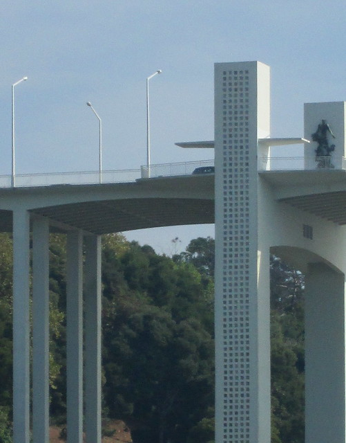 Arrábida Bridge, Pillar and Statue