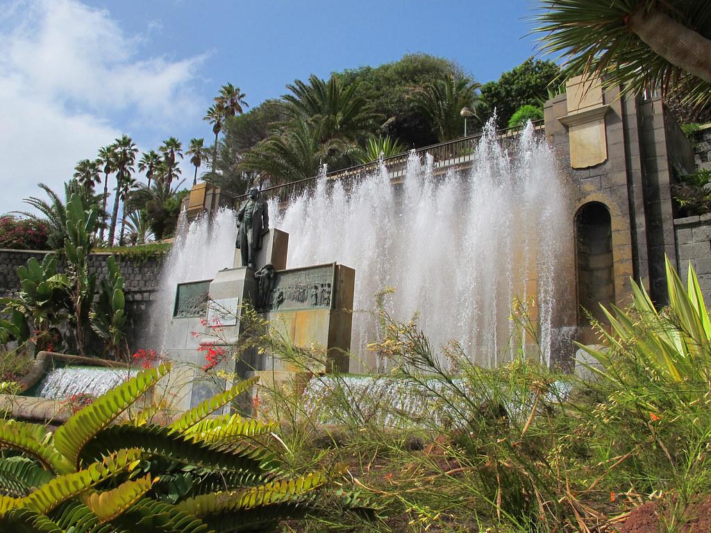 Fuente y monumento a d fernando le n y castillo en paseo for Piso ciudad jardin las palmas