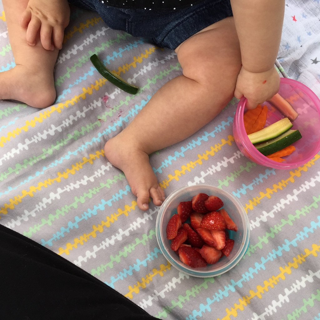 chunky thighs and vegie sticks, some strawberries too!