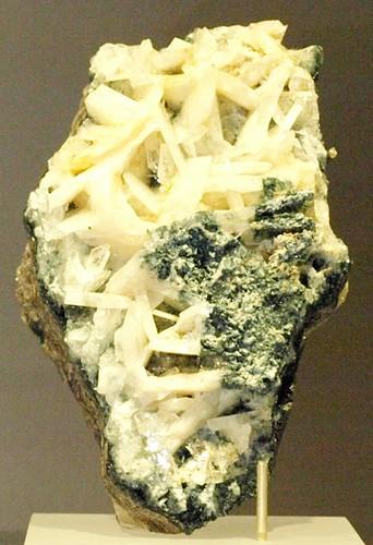 Whitlockite-RoyalOntarioMuseum-Jan18-09