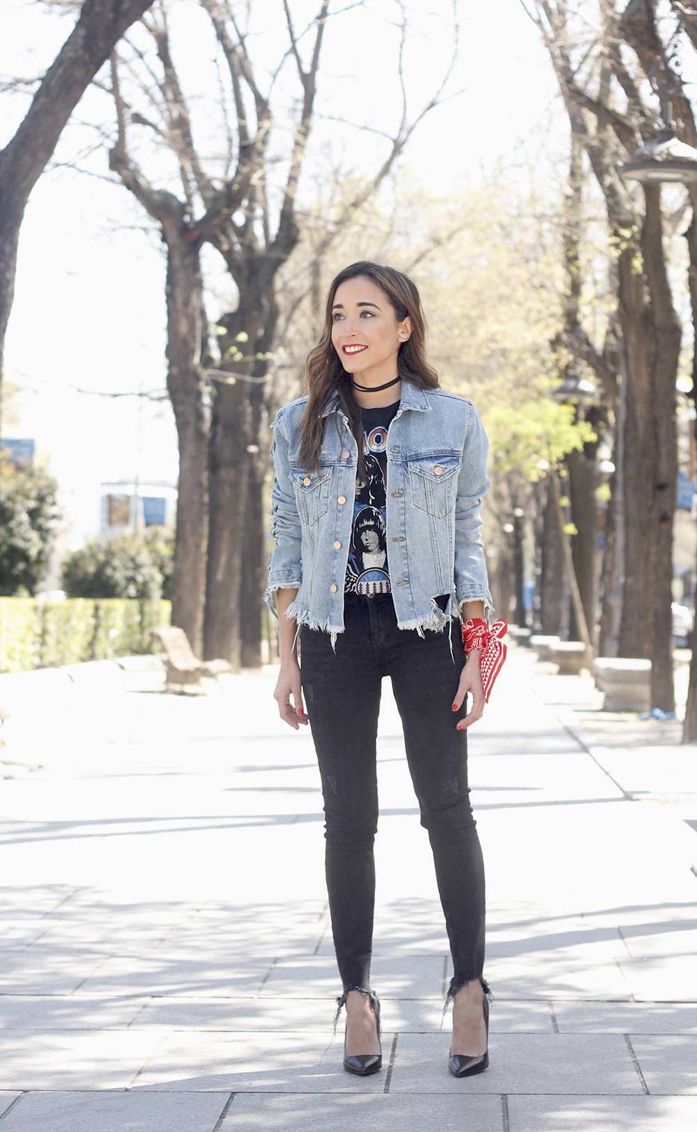 Ripped denim jacket black jeans ramones t-shirt heels style outfit fashion05