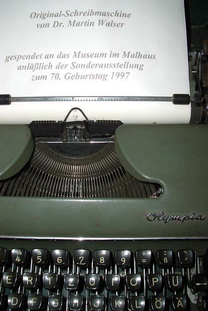 """Dr. Martin Walser, 90. Geburtstag, geb. am 24. März 1927 in Wasserburg am Bodensee ... Nachträglich """"Herzlichen Glückwunsch"""" ... Originalschreibmaschine Museum im Malhaus ... Fotos: Brigitte Stolle"""