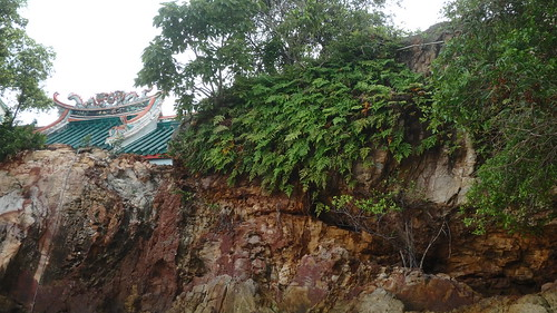 Rocky cliff at Kusu Island