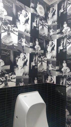 marilyn monroe toilet wallpaper care sali hugovk flickr. Black Bedroom Furniture Sets. Home Design Ideas