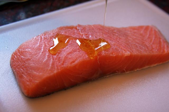 Salmon a la hoja de bananero con salsa de maracuya (29)