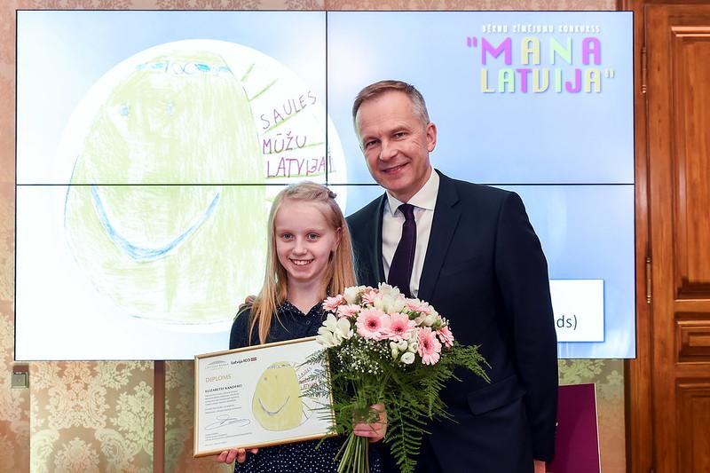 """Bērnu zīmējumu konkursa """"Mana Latvija"""" laureātu apbalvošana"""