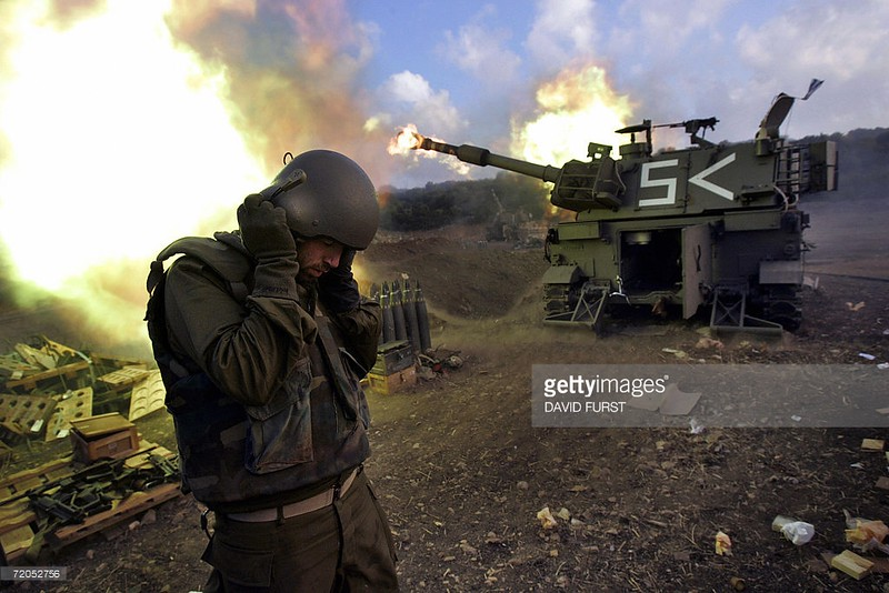 155mm-M109-fires-into-lebanon-20060814-afp-1