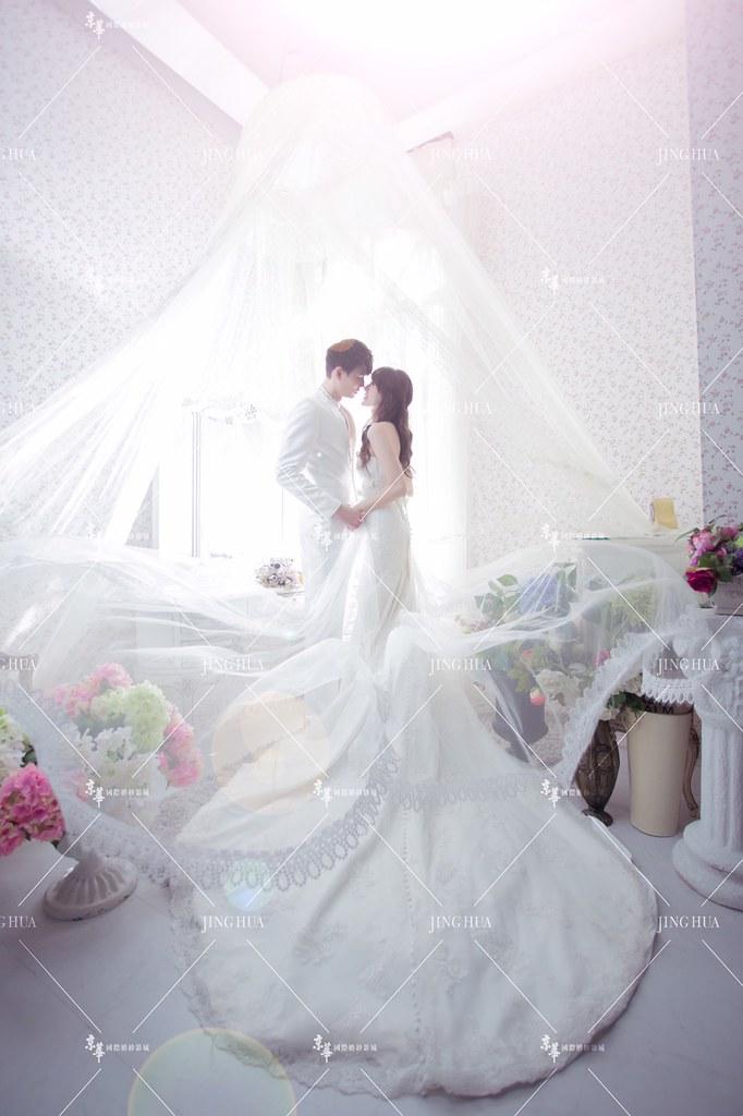 周伯勳與未婚妻瑤瑤的婚紗照。(周伯勳提供)