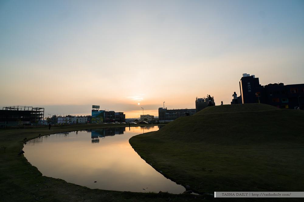 台中景點︱台中嘉明湖.綠地月牙灣、市區山坡上的悠閒賞黃昏